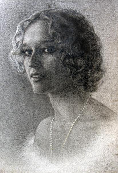 Сайт Полины и Дмитрия Лучановых. автопортрет 30-45см. бумага торшон, масло (сухая кисть)2001