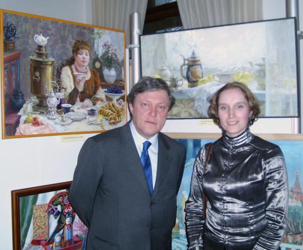 Сайт Полины и Дмитрия Лучановых. фото с Явлинским на выставке в резденции посла Великобритании 2010